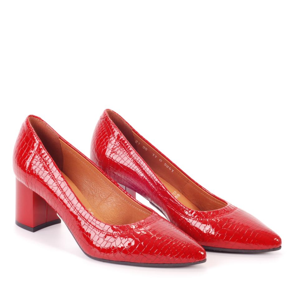 Czerwone eleganckie czółenka z motywem krokodyla