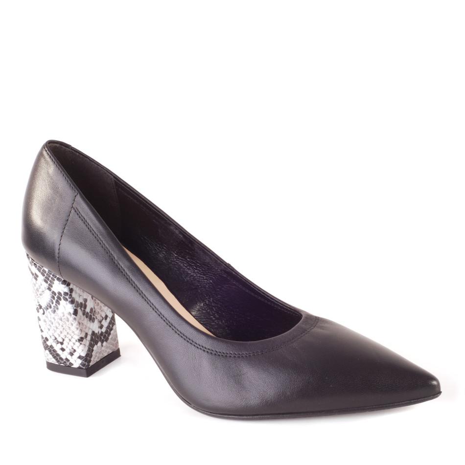 Czarne skórzane obuwie z oblekanym obcasem