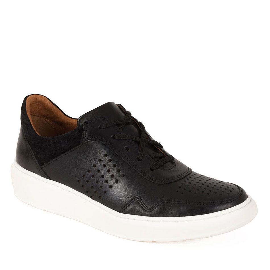 Czarne sportowe buty z perforacją