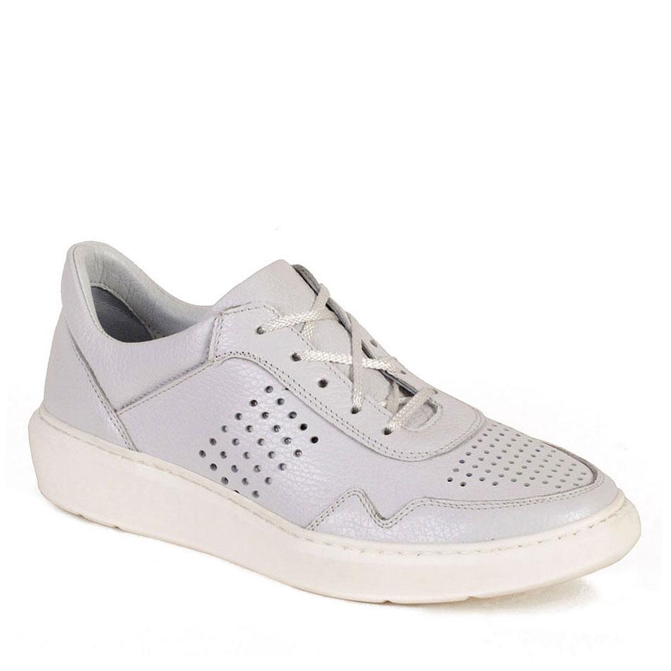 Białe sportowe buty z perforacją