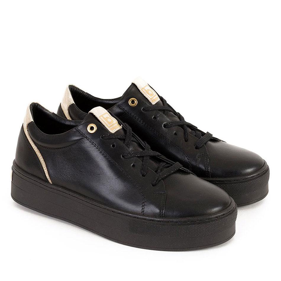 Czarne skórzane sportowe buty na czarnych spodach