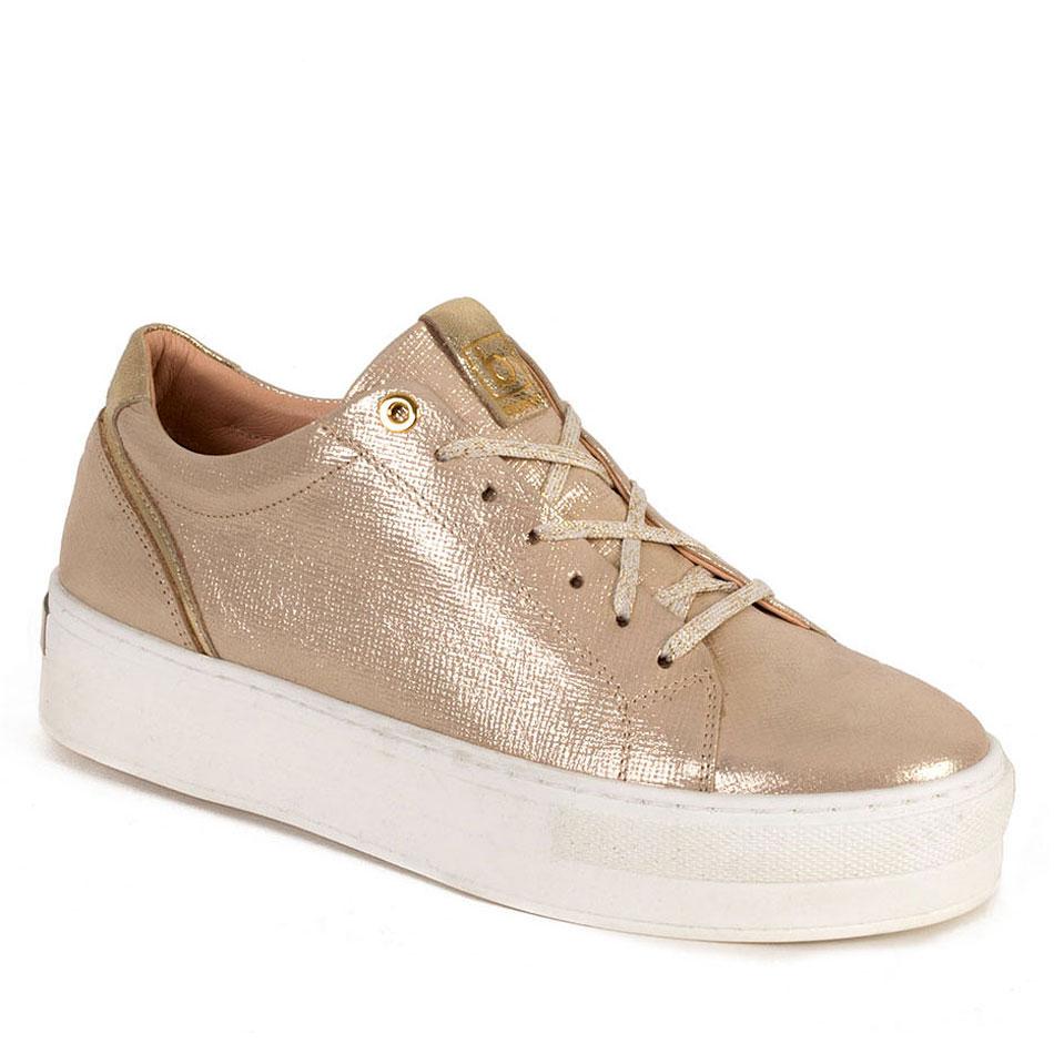 Złote skórzane buty sportowe na białych spodach