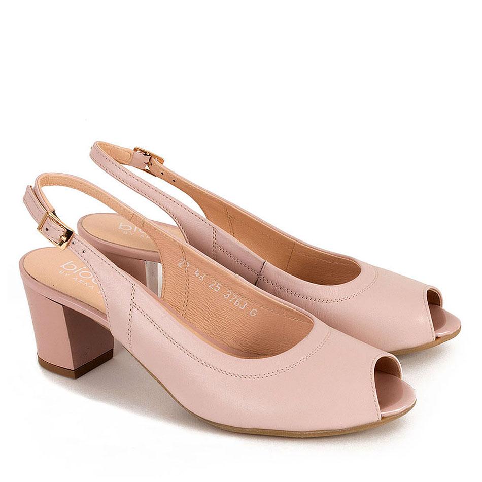 Różowe skórzane sandały